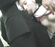 Une blonde suce et se fait baiser dans les transports publics