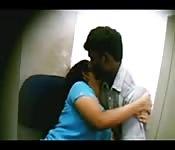 Il se filme en train de toucher une amatrice indienne