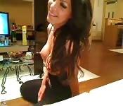 Amatrice à gros seins devant sa webcam