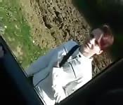 Sur la banquette d'une voiture