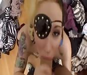 Une teen blonde baisée en cosplay