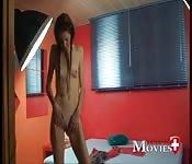 Suissesse se masturbe dans sa chambre