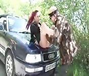 Une rousse française démontée par deux chasseurs