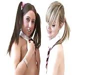 Deux écolières sexys et cochonnes