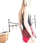 Strip Tease d'une écolière sexy