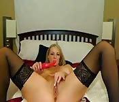 La masturbation humide d'une belle blonde