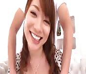 Une japonaise très coquine devant la caméra