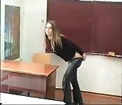 Une élève rebelle matée par sa prof