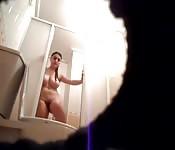 Caméra cachée dans la salle de bain