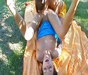 Lesbiennes se dévorent au parc