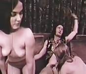 Trio vintage avec filles à petits seins