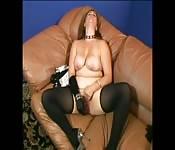 Grosse MILF prise dans les fesses