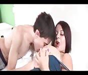 Jordi rencontre une fille aux gros seins