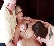 Baise avec papi et mamie