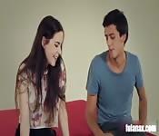Jeune couple espagnol timide