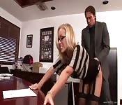 Une secrétaire bien foutue