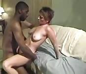 Une maman se paie un black