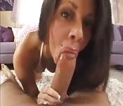 Cette latina adore les grosses bites