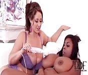 Lesbiennes interraciales se partage un vibrateur