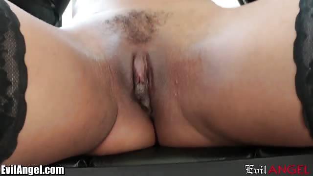 Une noire qui se masturbe