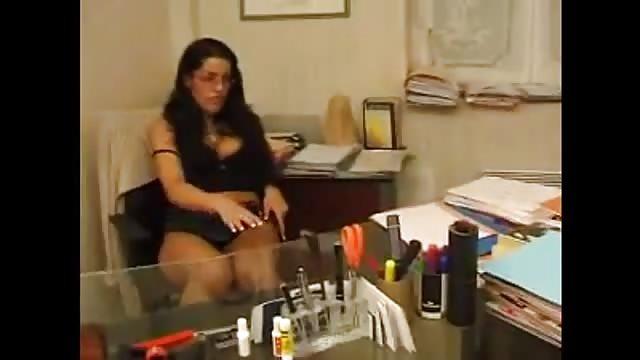 La secrétaire est une sacré salope !