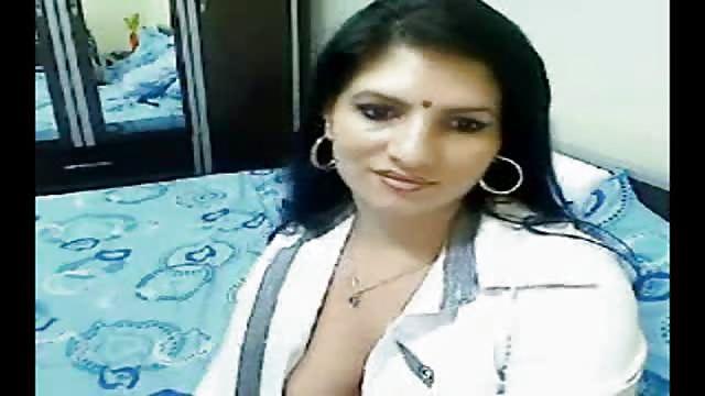 Vilaine salope indienne se masturbe