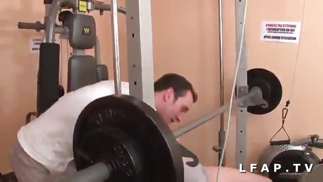 Arabe française défoncée à la salle de sport